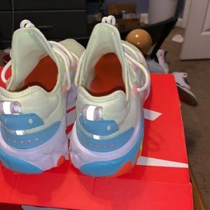 Nike Shoes - Nike presto react
